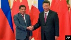 Tổng thống Philippines Duterte và Chủ tịch Trung Quốc Tập Cận Bình trong một cuộc gặp năm 2017.