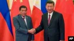 Президент Филиппин Родриго Дутерте и лидер КНР Си Цзиньпин