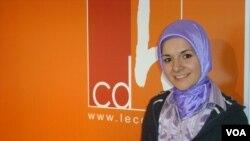 Türk kökenli siyasetçi Mahinur Özdemir, CDH adayı olarak girdiği 2009'daki seçimleri kazanarak Avrupa'nın ilk başörtülü parlamenteri olmuştu.