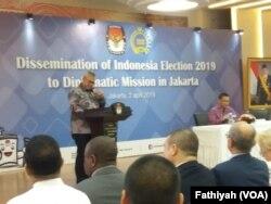 Komisi Pemilihan Umum (KPU) menggelar Sosialisasi Pemilihan Umum 2019 di hadapan 170 duta besar asing dan pimpinan organisasi internasional, Selasa (2/4).(Foto: VOA/Fathiyah)