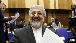 Iranski ambasador u Medjunarodnoj agenciji za atomsku energiju (IAEA) Ali Ašgar Soltanijeh čeka početak sastanka upravnog odbora agencije u Beču, 8. marta 2012.
