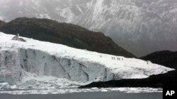 Перуанские ученые изучают состояние ледника Пасторури в Перу (архивное фото)