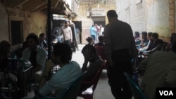 Coffee shops are popular in downtown Cairo, and activists say they are often hotspots for planning activities, Cairo, Egypt, March 2, 2016 (H. Elrasam/VOA).