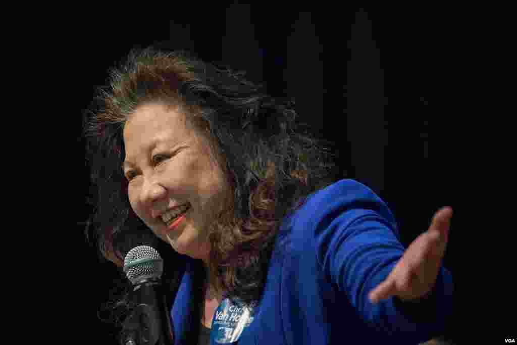 马里兰华裔州参议员李凤迁鼓励华人积极投票(美国之音记者方正拍摄)