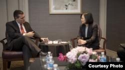 蔡英文与美国联邦参议员克鲁兹会谈(2017年1月8日,台湾总统府图片)