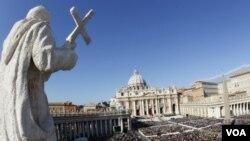 Pemerintah Tiongkok mempunyai hubungan yang kurang baik dengan Vatikan, bahkan mengangkat uskup sendiri.