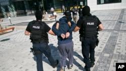 科索沃拘捕的恐怖份子 (資料圖片)