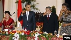 Presiden Barack Obama dan Presiden Susilo Bambang Yudhoyono dalam acara jamuan kenegaraan di Istana Negara, Jakarta Selasa malam.