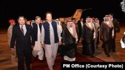 عمران خان سعودي ته د سفر په مهال