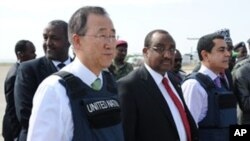 UN Secretary General, Ban Ki-moon (L) stands next to Somali Prime Minister Abdiweli Mohamed Ali (C Left) after his arrival at Mogadishu's Adan Abulle airport, December 9, 2011.