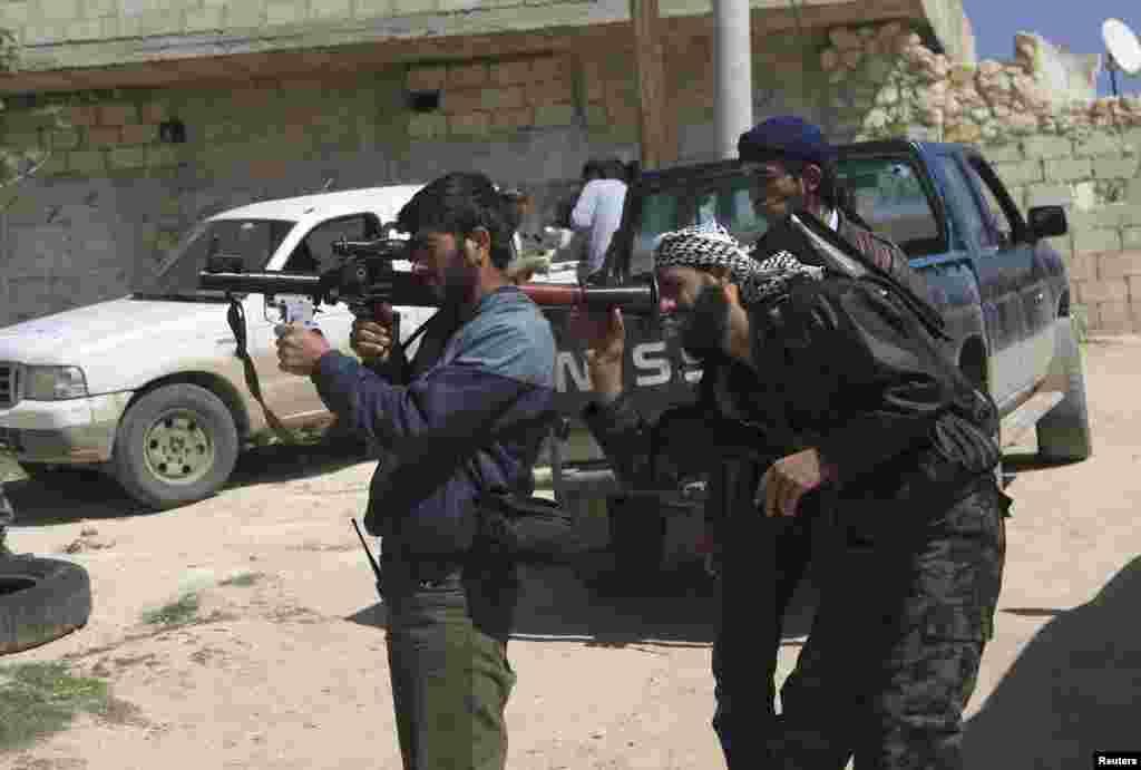 Azad Suriya Ordusunun döyüşçüləri İdlib vilayətində - 2 aprel, 2014