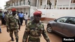 Tentara Guinea-Bissau di pusat militer Bissau (Foto: dok). Junta militer semakin membatasi media dan demonstran di negara itu untuk membungkam kecaman yang meningkat di dalam dan di luar negara itu.