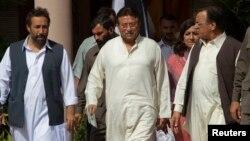 Первез Мушарраф (в центре). Исламабад. 15 апреля 2013 г.
