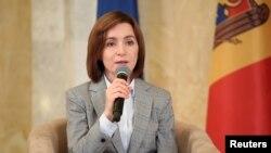 Майя Санду, яка готується перебрати обов'язки президента Молдови, виступає на прес-конференції у Кишиневі 30 листопада 2020 р.