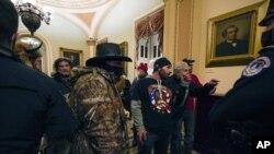 Nasilne Trampove pristalice u zgradi Kongresa
