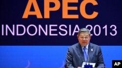 Tổng thống Indonesia Susilo Bambang Yudhoyono phát biểu trong cuộc họp báo tại Bali, ngày 8/10/2013.
