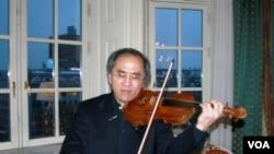 來自波士頓的美國華人小提琴家張萬鈞