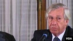 Phó Tổng thống Uruguay Danilo Astori (phải)