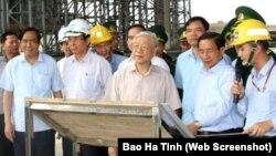 Tổng bí thư Nguyễn Phú Trọng hôm 22/4 tới thăm công trình cảng Sơn Dương thuộc Dự án Formosa thuộc khu công nghiệp Vũng Áng ở Hà Tĩnh.