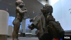 美國首都華盛頓的自然歷史博物館展示的青銅雕塑(視頻截圖)