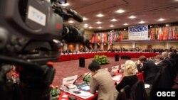 Yevropada Xavfsizlik va Hamkorlik Tashkilotining inson huquqlari va demokratiyaga doir sessiyasi. Varshava, 24-sentabr.