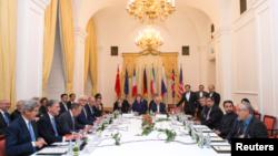 عکس آرشیوی از مذاکرات اتمی وزیران خارجه ایران و شش قدرت جهانی گروه ۱+۵ در وین اتریش