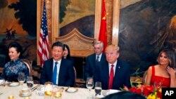 美国总统川普星期四在佛罗里达海湖庄园设宴款待来访的中国国家主席习近平一行。