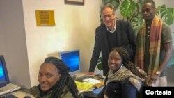 Grupo de estudantes guineenses estudando em Portalegre