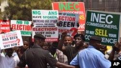 Poytaxt Abujada saylovlarning ko'chirilganiga qarshi namoyish, Nigeriya, 7-fevral, 2015-yil