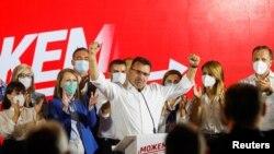 Bivši premijer Severne Makedonije i lider vladajućeg Socijaldemokratskog saveza Makedonije Zoran Zaev proslavalja pobedu na parlamentarnim izborima, 16. jula 2020. (Foto: Rojters, Ognen Teofilovski)