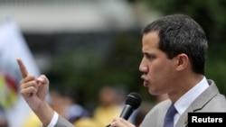 """El presidente interino de Venezuela, Juan Guaidó, pidió mantener la presión para que el gobierno """"ofrezca y acepte una solución real y seria a esta grave crisis""""."""