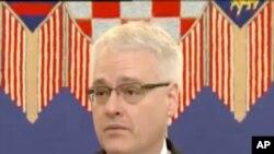 Josipović: 'Prosvjedi su jedno, huliganski ispadi su drugo'