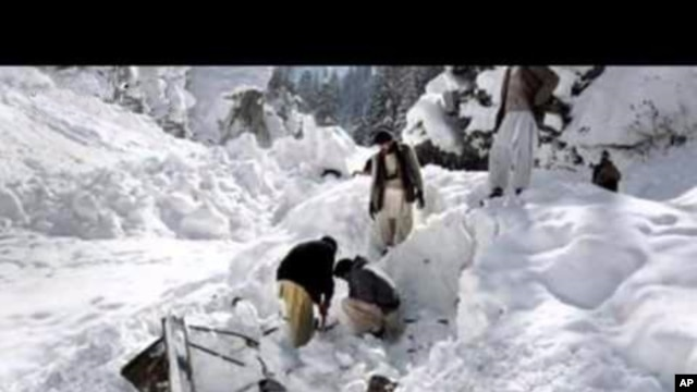 Rescue workers try to find the victims of a deadly avalanche in Pakistan, April 7, 2012.