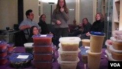 Salah satu acara bertukar sup di Amerika. Berbagai macam sup yang dibawa oleh setiap peserta membuat acara ini menjadi menarik.