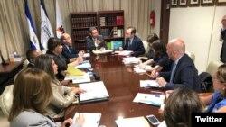 El alto comisionado de derechos humanos de la ONU Zeid Raad Al Hussein, reunido con los miembros de la Comisión Coordinadora de la Justicia de El Salvador. Foto: ONU El Salvador.
