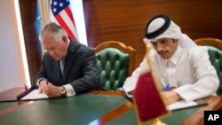 Rex Tillerson û Wezîrê Derve yê Qatarî Şêx Mihemed bîn Abdulrahman El Thani