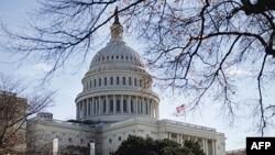 Polisi Capitol AS mengatakan sedang menyelidiki sebuah paket mencurigakan terkait insiden itu.