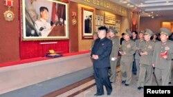 지난 2일 완공을 앞둔 전승기념관을 방문한 김정은 북한 국방위원회 제1위원장.