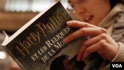 """El lanzamiento se produce tres semanas antes de la llegada de la octava y última película sobre el joven mago """"Harry Potter and the Deathly Hallows Parte 2""""."""