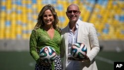 Brazilian singer Claudia Leitte and rapper Pitbull pose at the Maracana stadium in Rio de Janeiro, Brazil, Jan. 23, 2014.