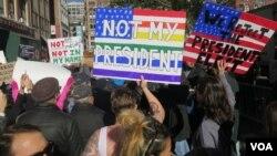 В колоннах демонстрантов