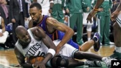 "NBA: Boston ""pomeo"" New York"