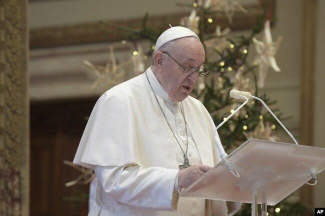 پوپ فرانسس کرسمس کے موقع پر خطاب کر رہے ہیں۔