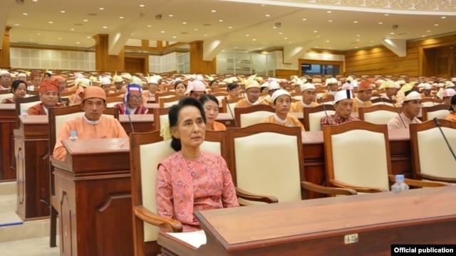 NLD ဦးေဆာင္တဲ့ ျပည္သူ႔လႊတ္ေတာ္စတင္ (သတင္းဓါတ္ပံု-NLD chairperson facebook)