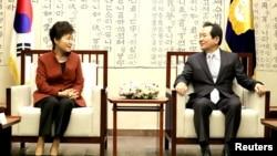 南韓總統朴槿惠與南韓國會議長丁世均會面(資料照片,2016年11月8日)