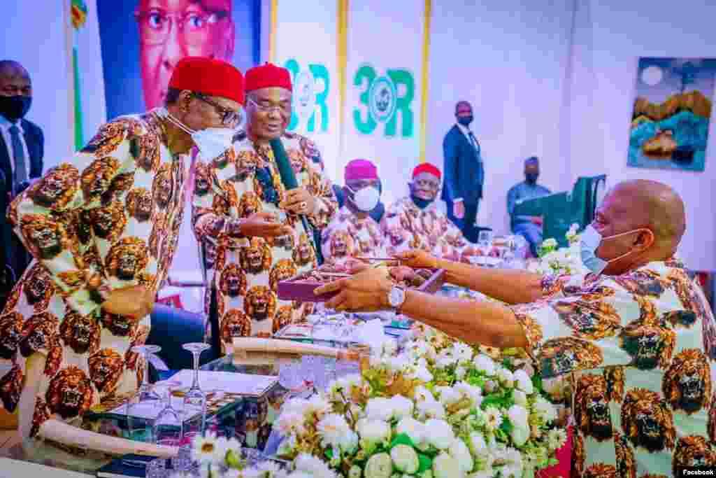Buhari a fadar gwamnatin Imo(Facebook/Femi Adesina)
