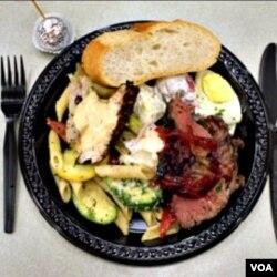 Tidak banyak makanan dengan menu daging di restoran-restoran Amerika yang menyajikan daging halal.