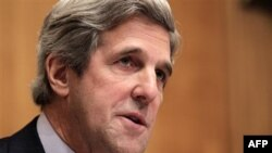 Chủ tịch Ủy ban Đối ngoại Thượng viện, Thượng nghị sĩ John Kerry đại diện bang Connecticut, cho rằng các nguy cơ từ việc duy trì tình trạng hiện thời đối với Bắc Triều Tiên là nghiêm trọng