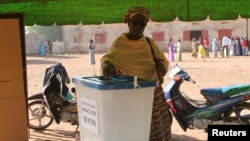 A woman casts her vote during the parliamentary election in Lafiabougou, Bamako, Mali, Nov. 24, 2013.
