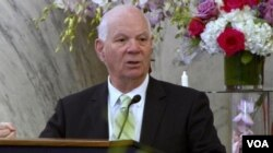 Democratic U.S. Senator Ben Cardin speaks to an OIAC luncheon marking the Persian New Year at the Russell Senate Office building in Washington on March 15, 2018. (K. Jamshidi/VOA)